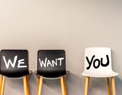 3 Stuehle mit der Aufschrift - We want you